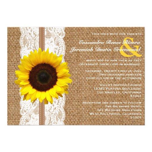 Arpillera y cordón rústicos con el boda del giraso invitacion personalizada