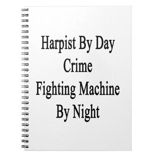 Arpista por la máquina que lucha del crimen del dí libreta espiral