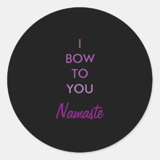 Arqueo a usted, inspirado púrpura negro de Namaste Pegatina Redonda