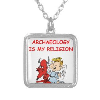 arqueología colgante