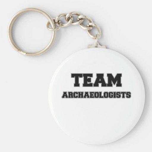 Arqueólogos del equipo llaveros