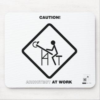 Arquitecto de la precaución en el trabajo mousepads