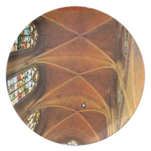 Arquitectura de la iglesia plato para fiesta