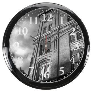 Arquitectura del ladrillo reloj aqua clock