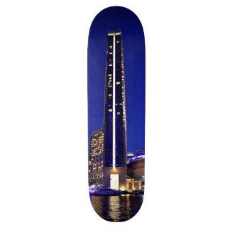"Arquitectura del puerto deportivo de Dubai en la Patineta 7 3/8"""
