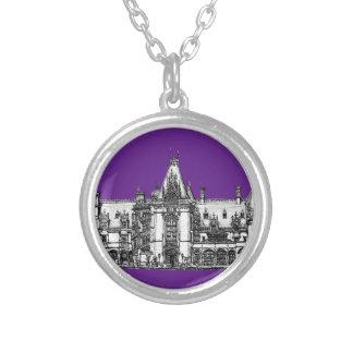 Arquitectura gótica en púrpura grimpolas