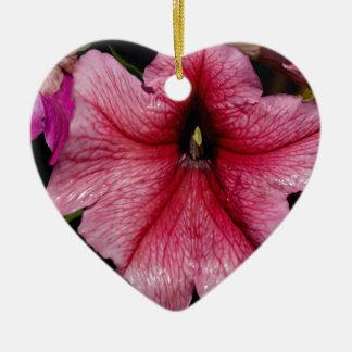 Arrebato floral adorno de cerámica en forma de corazón