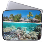 Arrecife de coral y un centro turístico tropical funda portátil