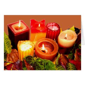 Arreglo de la vela y de la hoja del otoño tarjeta de felicitación