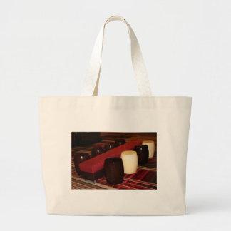 Arreglo rojo del asiento del banco del terciopelo bolsas