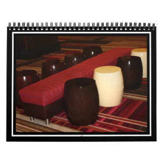 Arreglo rojo del asiento del banco del terciopelo calendario de pared