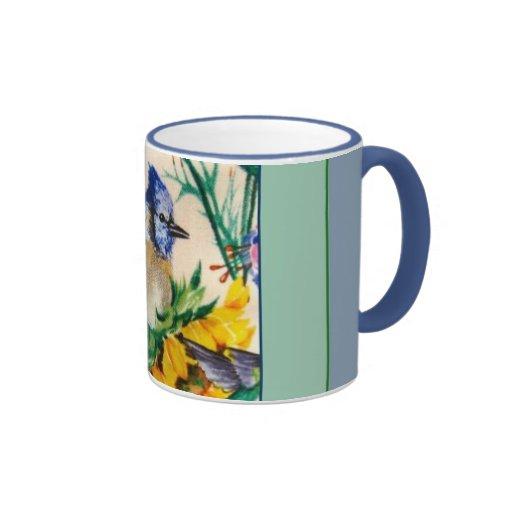 Arrendajo azul en el café del girasol y la taza de