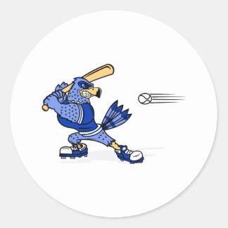 Arrendajo azul que juega a béisbol etiquetas redondas