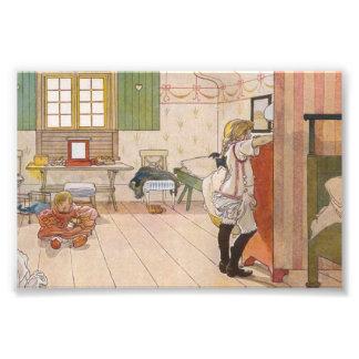Arriba dormitorio del ático con la hermana del beb fotografía