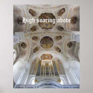 Arriba elevándose sobre el poster del órgano