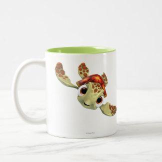 Arroje a chorros 1 taza de café de dos colores
