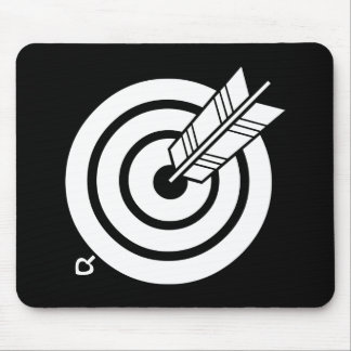 Arrow hit a round target mouse pad