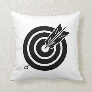Arrow hit a round target throw pillow