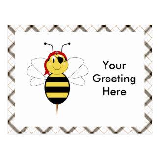 ¡Arrr! La abeja manosea la postal de la abeja