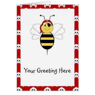 ¡Arrr! La abeja manosea la tarjeta de felicitación