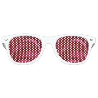 Arrugas sedosas rojas del terciopelo gafas de sol