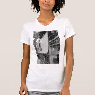 Art déco que construye la camiseta de las mujeres