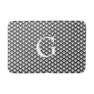 Art Deco wave pattern - black and white Bathroom Mat