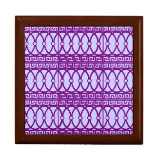 Art nouveau repeating magenta pattern keepsake box
