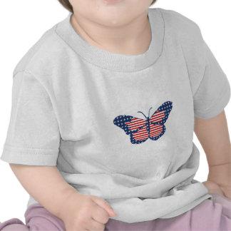 Arte abstracto de la mariposa de la bandera americ camisetas