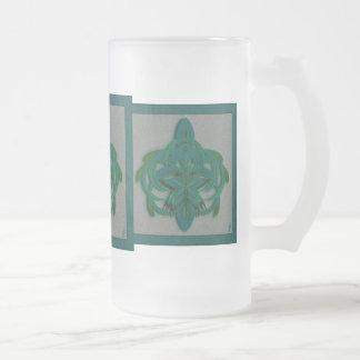 Arte abstracto de la mariposa de pavo real en taza de cristal