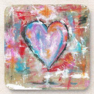 Arte abstracto del corazón imprudente que pinta el posavasos de bebida