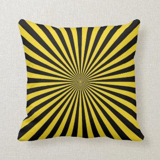 Arte abstracto enrrollado retro negro amarillo del cojines