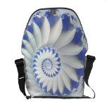 Arte abstracto hermoso de Shell del mar azul y bla Bolsa Messenger