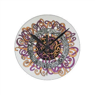 Arte abstracto pequeño y enredado reloj de pared