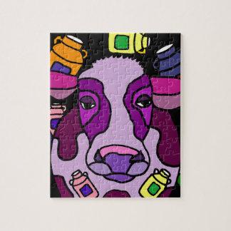 Arte abstracto púrpura divertido de la vaca y de puzzle
