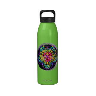 Arte abstracto reluciente del caleidoscopio botellas de beber
