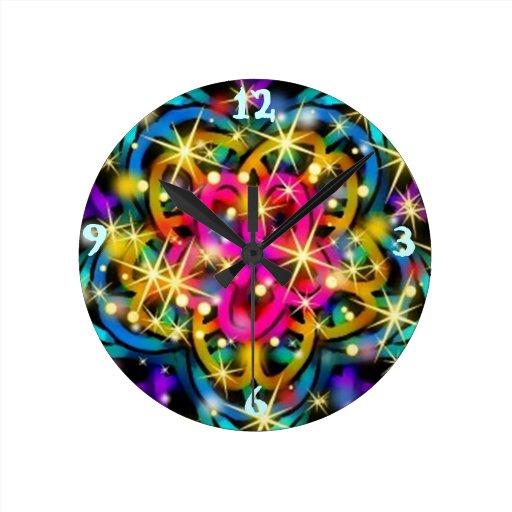 Arte abstracto reluciente del caleidoscopio relojes