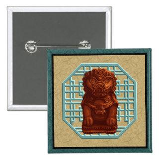 Arte anaranjado del pixel del perro del león pin cuadrada 5 cm