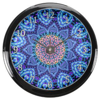 Arte azul adornado del caleidoscopio de las relojes acuario