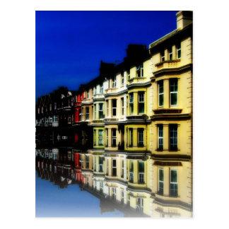 Arte azul de Digitaces de las reflexiones del edif Tarjetas Postales
