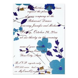 """Arte azul de la flor de la cena del ensayo invitación 5.5"""" x 7.5"""""""