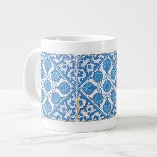 Arte blanco azul del Cornflower de Delft Taza De Café Grande