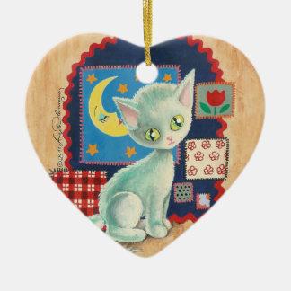 Arte blanco lindo del remiendo del gatito y del adorno de cerámica en forma de corazón