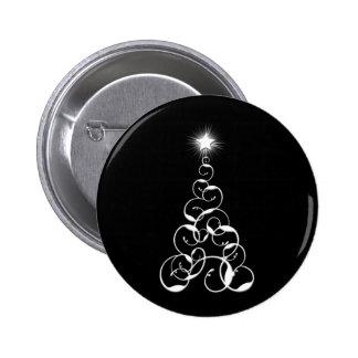 Arte blanco y negro del árbol de navidad pin redondo 5 cm