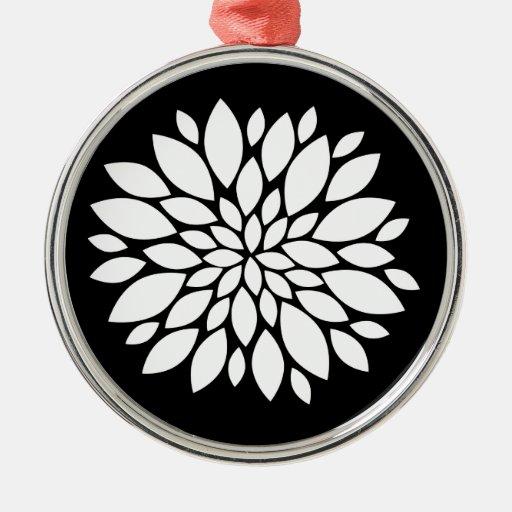 Arte bonito de los pétalos de la flor blanca en ne adorno de navidad