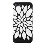 Arte bonito de los pétalos de la flor blanca en ne iPhone 5 cárcasa