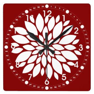 Arte bonito del pétalo de la flor blanca en rojo relojes de pared
