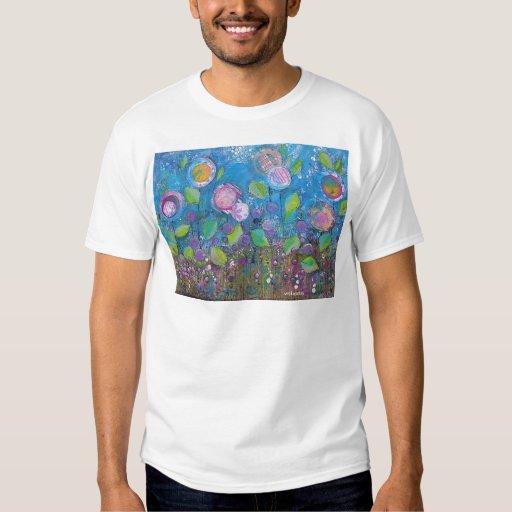 Arte caprichoso, flores brillantes en jardín camisas