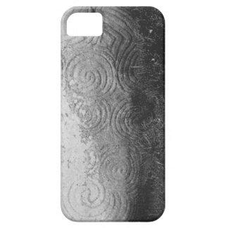 Arte céltico antiguo de la roca de Newgrange Irlan iPhone 5 Carcasa