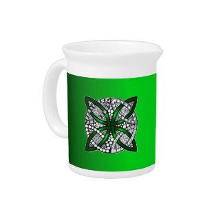 Arte céltico verde de la original del nudo jarras de beber